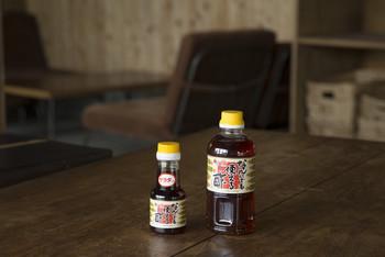 醸造酢と淡口醤油を基本として、だしや砂糖を加えた三杯酢です。お酢の持つ酸っぱさや甘みをバランスよく整え、幅広い料理に使用できるように作られています。