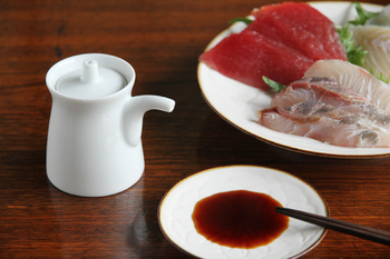 ご紹介する「生成り、」を作るミツル醤油醸造元は、福岡県糸島市にある小さな醤油蔵。一度はやめてしまった自社醸造を試行錯誤の上、40年ぶりに復活させた念願のお醤油です。