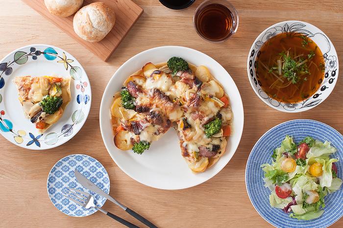 ティーマのシンプルなかたち、やわらかな色彩は、意外なことに和食器とも相性が良く、他の器の魅力を引き立てます。手持ちの様々な食器と組み合わせて、料理や季節、イベントなどに合わせたコーディネイトを楽しみたいですね。