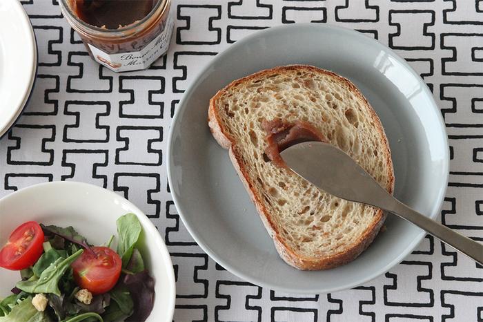 北欧生まれの使いやすいお皿、イッタラの「ティーマ」。無駄を削ぎ落としてデザインされた、究極にシンプルなうつわながら、オーブンや電子レンジにも対応し、機能性バツグン。使いやすいティーマのお皿を日常使いし、毎日の生活をワンランクアップしてみませんか?