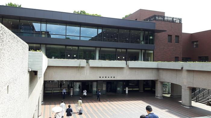 「東京都美術館」は、企画展示室をはじめ公募展示室、ギャラリー、そしてレストランやカフェ、ミュージアムショップなど館内の施設が充実しています。お好みの展示を選んで見たり、カフェやレストランで休憩したり、たっぷりと時間を使って楽しむことができる場所です。
