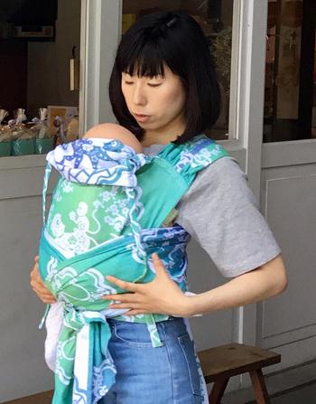 「WrapTai(ラップタイ)」は、ポーランドのLennyLamb(レニーラム)社の抱っこ紐です。北極しろくま堂で販売されているのは、日本人の体に合わせて腰紐を短くした特別バージョンです。