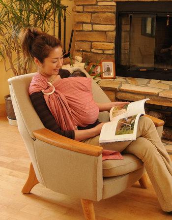 北極しろくま堂では2000年頃からベビースリングの販売を開始。日本のお母さんと赤ちゃんのことを第一に考えた商品開発を行なっています。