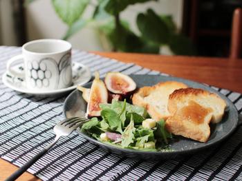 21㎝サイズのプレートは、朝食のパンやサラダを盛り付けたり、パスタを盛り付けたりと、大きすぎず小さすぎない使いやすいサイズ感。