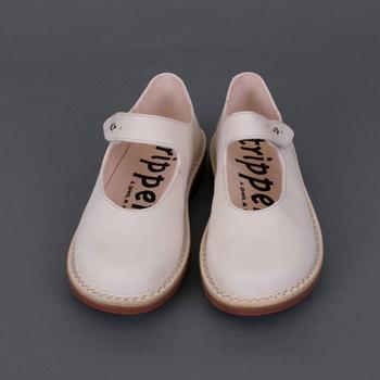 ドイツ型なだけに、ドイツ生まれのこんな靴もいいかもしれませんね。こちらは、人間工学に基づいた靴作りをしているトリッペンのシューズ。指に負担をかけずに履けるフォルムです。