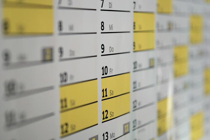 一般的に使われる暦はとてもシンプルですが、二十四節気や雑節、干支など、私たちの生活には、さまざまな周期で季節や年月日を数える方法があります。まず、【土用】とは二十四節気「四立(立春、立夏、立秋、立冬)」の前、約18日間のことを指します。では、【丑の日】というのは何でしょうか?