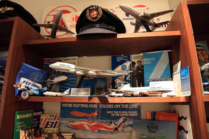 オーナーが大切に集めてきたコレクションの数々。貴重なものもあるので、飛行機好きの方はもちろん、そうでない方も興味をそそられること間違いなしです。