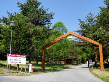 和洋菓子で有名な「シャトレーゼ」の工場が、北杜市にあります。場所は中央道の小淵沢ICから約15分の森の中。夏はセミの声が響く、自然豊かなところにあります。