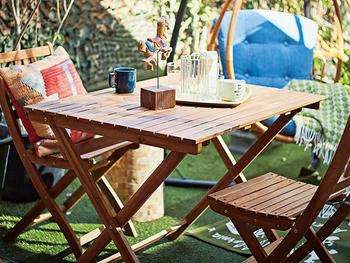 テーブルは折り畳みできるタイプを選べば、使わない時はコンパクトに収納できるため便利です。