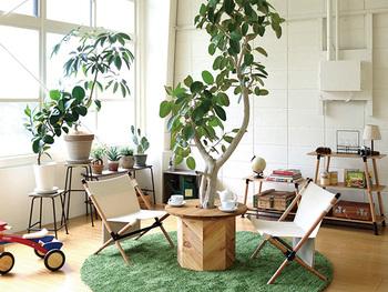 アウトドア用のインテリアは、室内でも意外とマッチします。汚れの心配もないので、遊び心のあるお部屋に変身させてみてはいかがでしょうか?