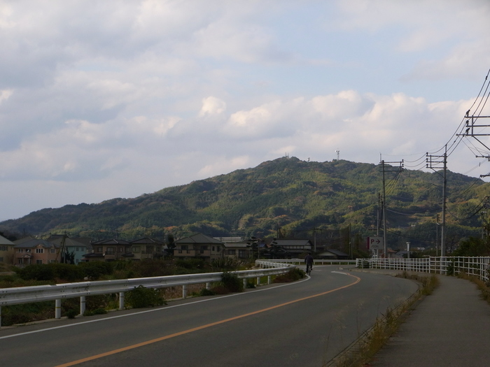 糸島内は海側を走る路線バスのほかに、山側を走るコミュニティバスがあります。ほかにも糸島市観光協会で、電動アシスト自転車をレンタルすることもできますので、目的地に合わせて使い分けてみてくださいね。