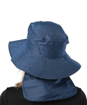 本格的な野外でのレジャーを楽しむのであれば、日除けカバー付きハットがオススメ。帽子自体がUPF50+対応と、紫外線防止効果に優れているため、長時間の強い日差しからも髪をしっかりと守れるので安心です。後ろ髪までスッポリと覆ってくれる日除けカバーは、首元の日焼けも防いでくれるので安心です.