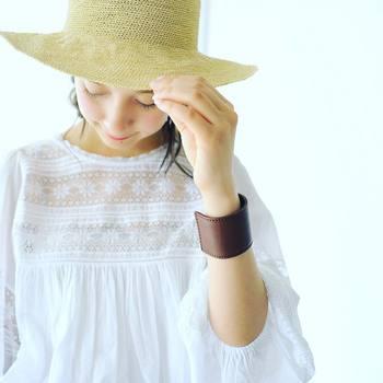 お出かけの際は、帽子をかぶって髪の毛を紫外線から守ってあげましょう。今はおしゃれな帽子がたくさん出ていますので、その日のファッションに合わせて帽子を変えたり、ヘアアレンジで工夫したりと、楽しみながら紫外線対策をすることができますね♪