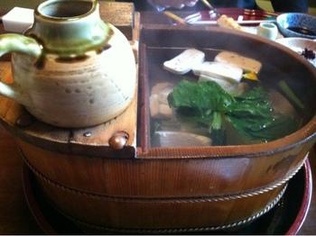 ランチの豆腐懐石では、お店自慢の湯豆腐をはじめとした豆腐料理がたくさん盛り込まれています。