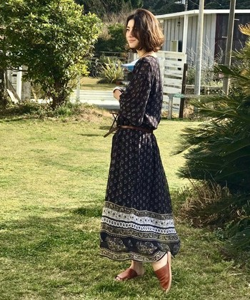大人っぽい印象を作るマキシ丈のスカートやワンピースは、この夏も引き続き注目のアイテムです。今回は、着こなしのポイントを交えながら、素敵なサマーコーデをご紹介します。