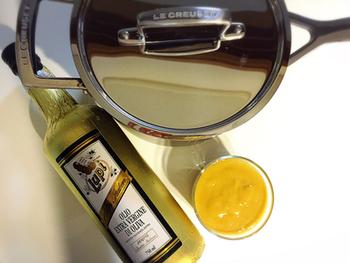 バターの代わりにオリーブオイルを使うアイディアも!乳製品のアレルギーがある方にも良いですね。あっさりしたレモンカードに仕上がります。