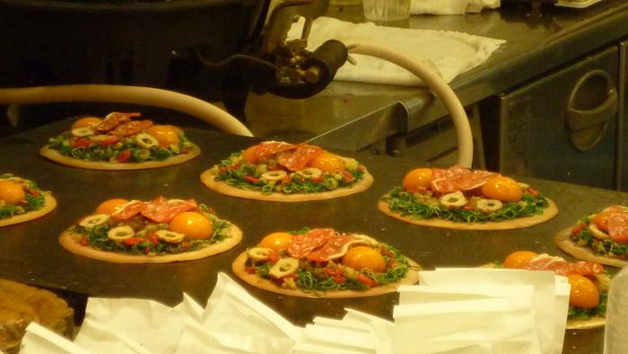 祇園でも、もちろんリーズナブルに食事ができるお店も。祇園のB級グルメや麺類などもおすすめです♪