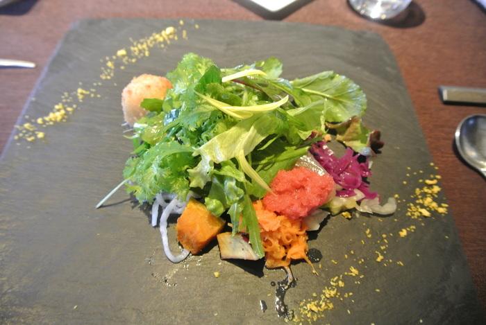 旬の京野菜を農家から仕入れ、そのとき一番おいしい野菜を最善の調理法でいただけます。前菜のサラダから、美しい色どりとおいしさで期待に胸がふくらむこと間違いなし♪