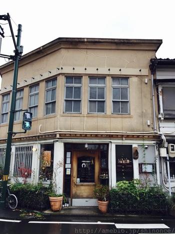 大正時代の鉄工所だった建物を利用したブラッスリー・カフェ。趣のある建物が目をひきます。