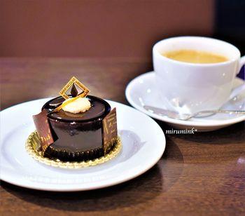 店内では本場ベルギー仕込みの極上のチョコレートを使ったケーキやワッフル、パフェなどのチョコレート・スイーツをたっぷり味わえます。