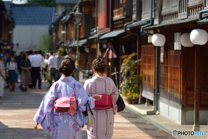風情のある街並みにもしっくり馴染む着物は、さすが日本の民族衣装。観光、グルメ、アクティビティなど旅の目的は色々ありますが、着物を着ることで「日本の良さをあらためて体感する」という、ひと味違った楽しみ方ができますよ。