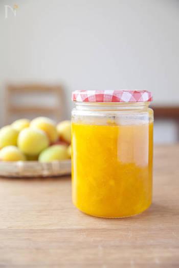 夏にぴったり!スッキリとした甘さが嬉しい「梅ジャム」は、砂糖不使用、はちみつの優しい甘さが特徴。 ヨーグルトに入れたり、クラッカーにのせたり...常備しておくと、色々使えそう!