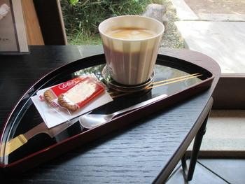 「カフェ井政」は、ドリンクメニューが中心です。御茶ノ水駅から徒歩5分の神田明神のとなりにあり、都会の喧騒を離れた贅沢な時間が過ごせます。