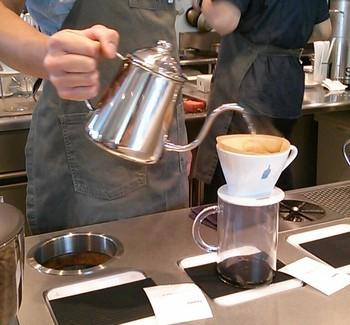 丁寧なドリップとふくいくとしたコーヒーの香りに、気力もup♪