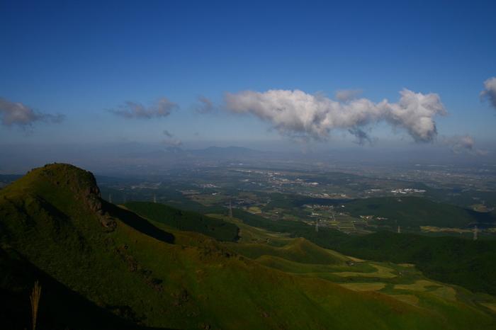 熊本県の東方にある西原村は人口およそ七千人の小さな村。自然豊かな村ですが、阿蘇くまもと空港から車で15分で行くことができるので観光に訪れる人も多い場所です。