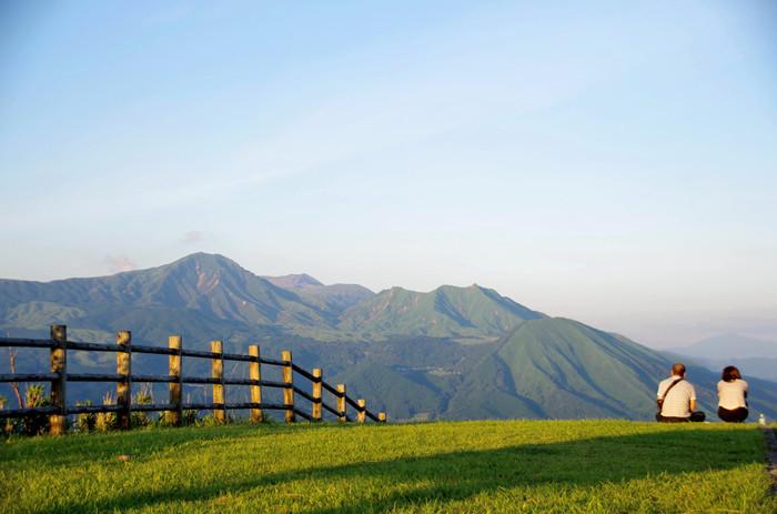 """春の野焼き、夏の新緑、冬の雪化粧など、季節ごとにその姿を変える""""俵山""""は、四季折々の自然の移ろいを感じることができる貴重な場所なんです。"""