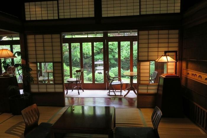 日常を忘れ、静謐の中に身を置くと、昭和の時代にタイムスリップした気分になれそう。