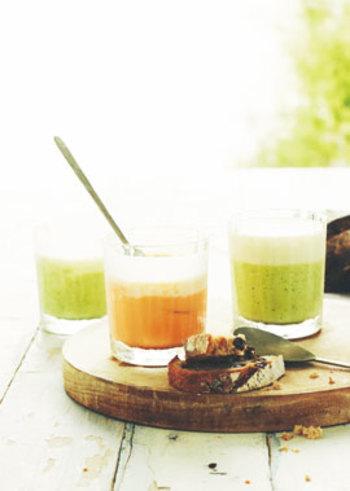 野菜の自然な色合いが綺麗なポタージュ。一手間かけて夏野菜のムースとヴィシソワーズの2層にすれば、まるでデザートのような華やかな一品に。おもてなしに出せば話題になりそう!