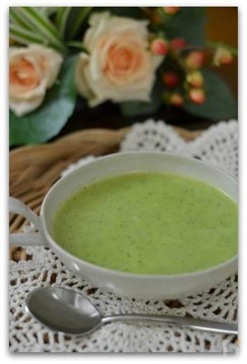 あっさりとした味が特徴のズッキーニは、冷製スープの食材にもおすすめ。あまり馴染のない野菜でも、スープにすることでお子さんも食べてくれるかも?