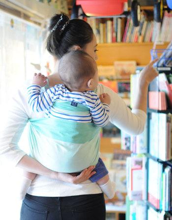 兵児帯(へこおび)は新生児から抱っこ紐として使うことができ、フリーサイズでママもパパも使えます。コンパクトなので荷物を減らしたいときにもぴったりです。