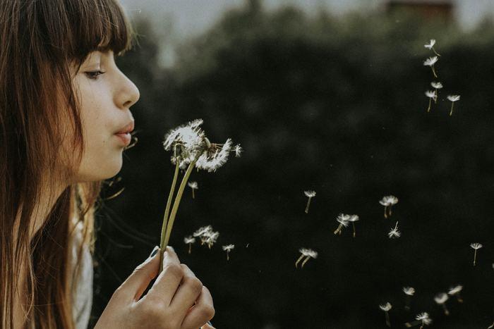 人生には嬉しいことや楽しいこともありますが、その一方で、悲しい気持ちになったり落ち込んだりすることもあります。たとえ心にゆとりがない時でも、ほかの人の幸せを願う気持ちを忘れない。それが明日の幸せや、5年先、10年先の幸せへとつながっていくのではないでしょうか。
