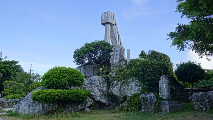 国の登録有形文化財に指定されているなごみの塔は、竹富島集落内にある展望塔です。残念ながら、安全面の問題で今は登ることができませんが、なごみの塔は、竹富島のシンボルともいえる存在です。