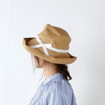 帽子はUV対策にもなるので、春~夏は重宝しますよね。良く使う季節には型崩れを気にせずバックに畳んでしまえる帽子がおすすめです。カジュアルにもエレガントにも染まる相棒を見つけてみてくださいね。
