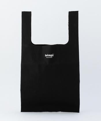 ロゴがプリントされた、マーケットTOTEはオープン当初からの定番商品。ブラックのほかにカラー違いで、イエローやレッド、ブラウンも展開されています。