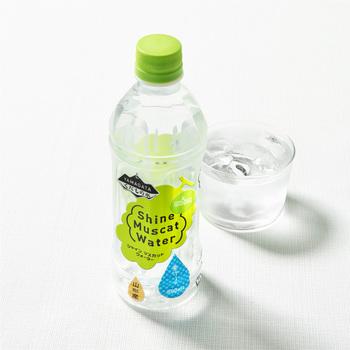 希少価値の高いシャインマスカットのおいしさを手軽に味わえるニアウォーターに!スッキリとした飲み口で、ゴクゴク飲めちゃう美味しさ。水のようにさらりとしていながら、シャインマスカットが持つ上品な甘さと芳醇な香りをしっかりと感じることが出来ます。