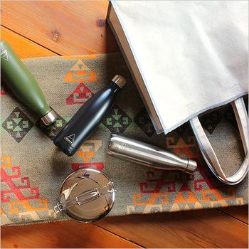 環境に良いリサイクル製品を展開しているアメリカ発のブランドShasta(シャスタ)の水筒です。レトロな魔法瓶の形とステンレスの質感が、絶妙のコンビネーションでおしゃれです。