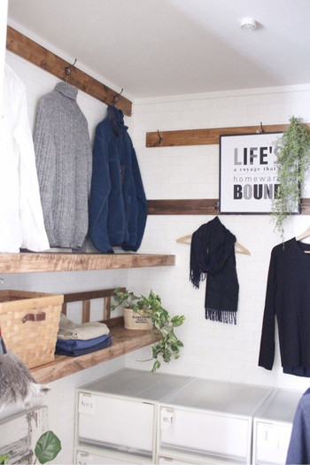 「詰め込み収納」を卒業すれば、きっと洋服選びが楽しくなる、美しいクローゼットに近づくことができるはず。今回はぜひ実践したい《クローゼット作りのポイント》をまとめてご紹介します。