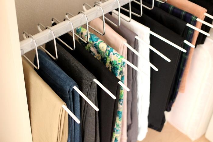 「ハンガーの数を決めてそれ以上は増やさない」というルールを作れば、洋服が増えるのも防ぐことができます。ハンガーは半永久的に使うものだからこそ、こだわって選ぶのも良いのではないでしょうか?