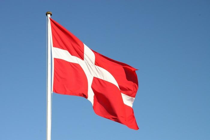 これは、デンマークの国旗が基になっており、伝説ではこの旗が勝利をもたらしたのだとか。北欧アイテムに、クロス(十字)のデザインが多いのもそういう背景があるからかもしれませんね。