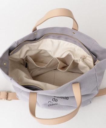 なんと中にポケットが沢山あり、バッグの口部分にはファスナーまで付いています!防犯対策もしっかりしたいあなたにぴったり◎こちらは4色展開です。
