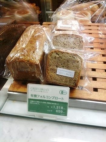小麦粉よりも血糖値の上昇を抑えられるライ麦を使った「有機フォルコンブロート」は、ライ麦のプチプチした食感も魅力。