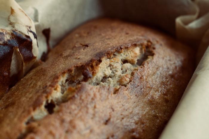小麦粉を使う代わりに大豆粉を使うことで、パンに含まれる糖質を低くすることができます。大豆粉のパンはあまり馴染みがないかもしれませんが、体に優しく、味もおいしいんですよ。