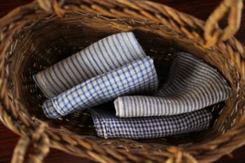 ハンカチーフやタオルなども大切に使用したくなるような素敵なデザインやナチュラルな素材のものを身につけましょう。
