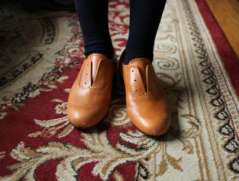 靴は、人間の体を支えて、歩行のために酷使することの多い足を包むものなので、とても大切です。できるだけ上質なものを選んで、足に馴染むように長く愛用しましょう。
