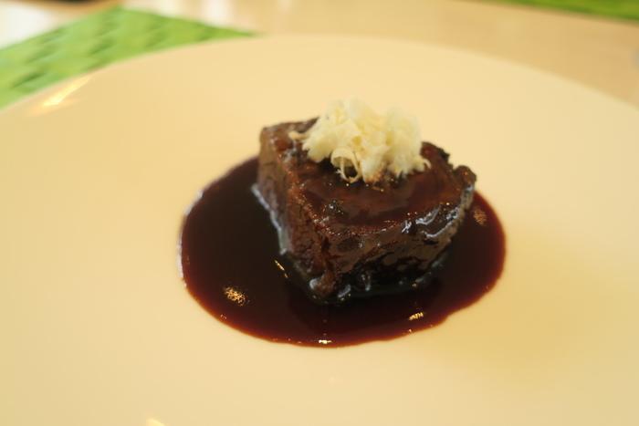 メインメニューとなっている北海道産牛頬肉の赤ワイン煮込みは、まさに絶品です。
