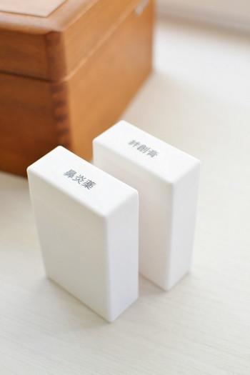 また、ごちゃごちゃしがちな小物は、それぞれのケースから取り出して、同サイズのシガーレットケースにそれぞれ小分けして入れて置くと中でスッキリまとまります。